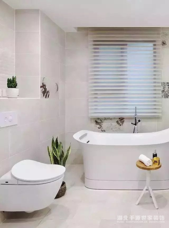 卫生间装地漏时,瓷砖就该这样贴,下水超级快!【宜昌装修】