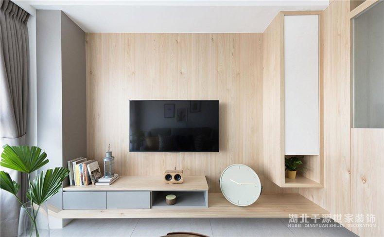 80平毛坯房装修案例丨原木质感,打造现代风清新学区婚房